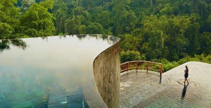 Piscina infinita de dos niveles en Indonesia